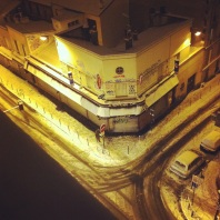 Snow falls on Ménilmontant